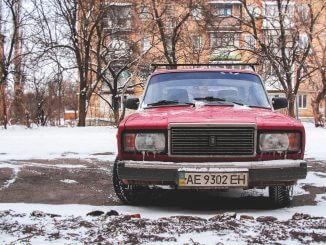 Czyszczenie samochodów po zimie